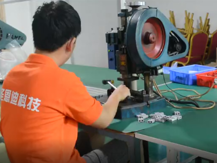 Connector production process of iron sheet injection shell